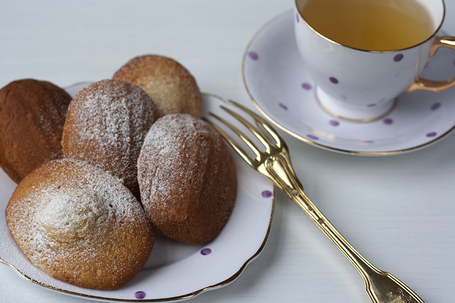 Sweet almond and honey madeleines