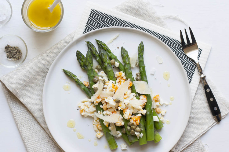 Asparagus mimosa with capers and parmesan