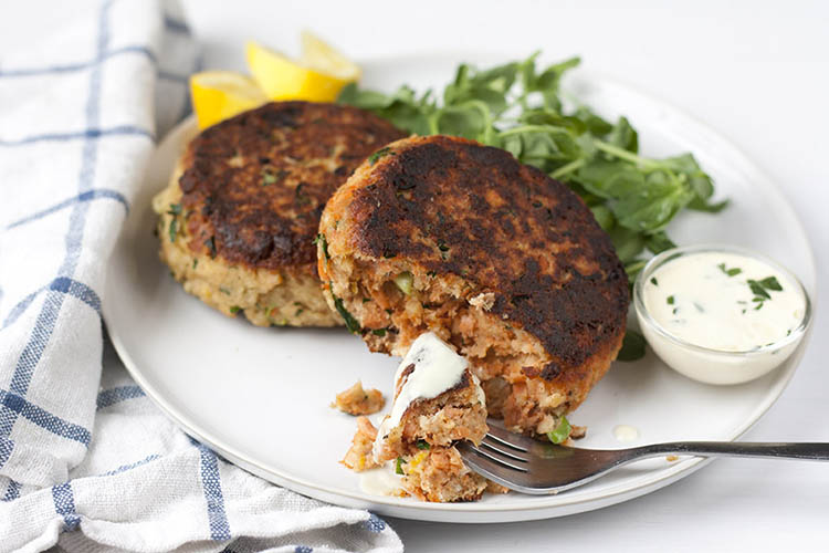 How to make canned salmon fish cakes