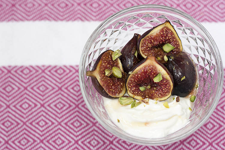 Honey-roasted figs with pistachio and Greek yogurt